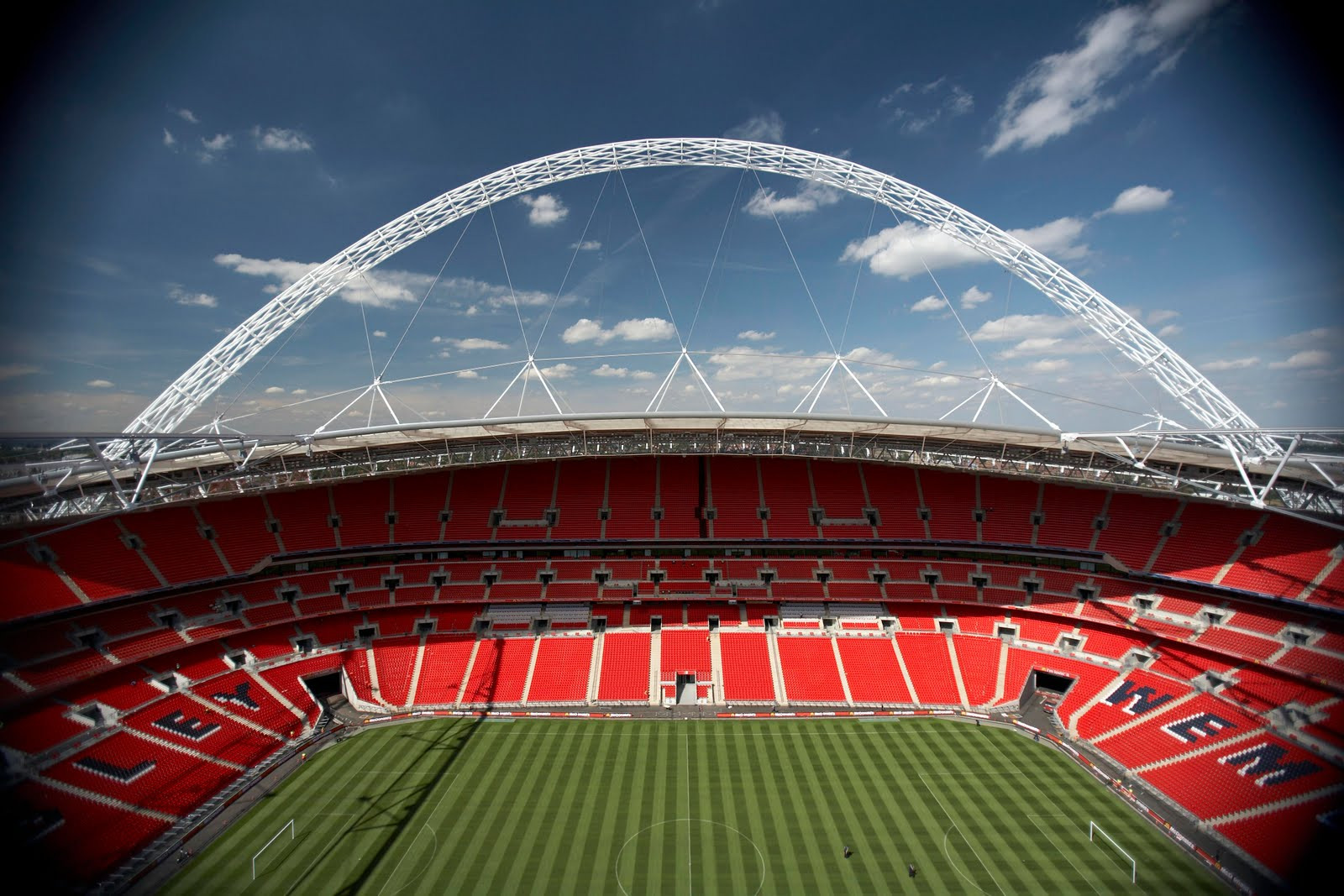 CPL Transport Move The Largest Part Of Wembley Stadium Roof